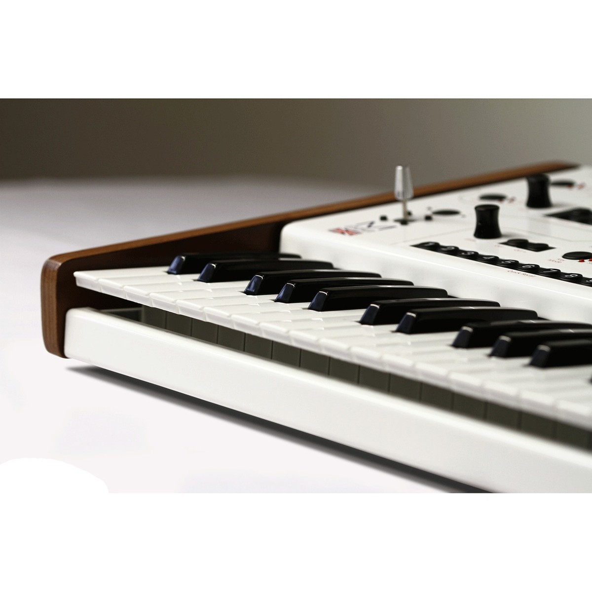 modal electronics 002 12 voice multitimbral hybrid synthesiser at. Black Bedroom Furniture Sets. Home Design Ideas