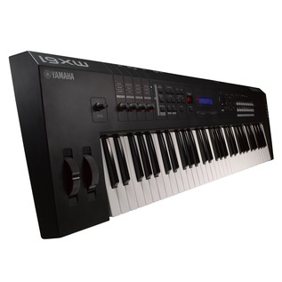 Yamaha MX61 Piano Side