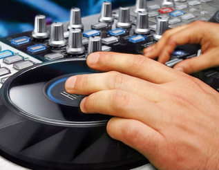Hercules DJ Console 4-Mx DJ Controller - angle 1