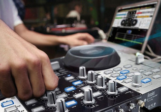 Hercules DJ Console 4-Mx DJ Controller - angle 3